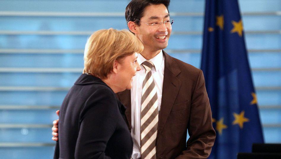 Kanzlerin Merkel, Vizekanzler Rösler: Rettungsschirm-Abstimmung erst 2012