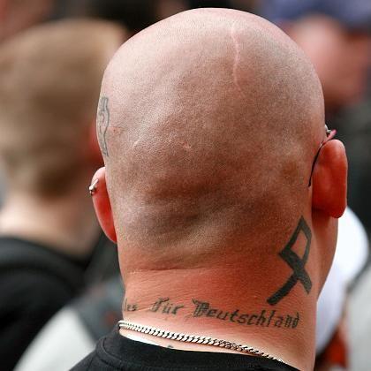 Skinhead bei einem NPD-Aufmarsch in Rostock: Wenig beeindruckt