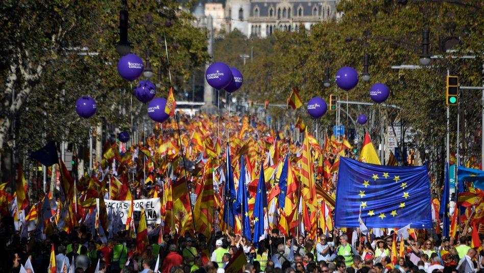 Gegner der katalanischen Unabhängigkeit am Sonntagvormittag in Barcelona