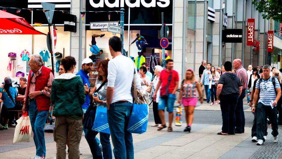 Adidas-Logo in Berliner Shoppingmeile