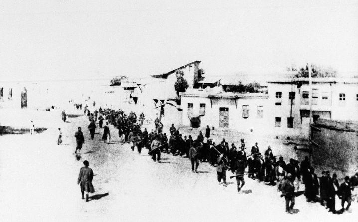 Todesmärsche: Armenier im Jahr 1915