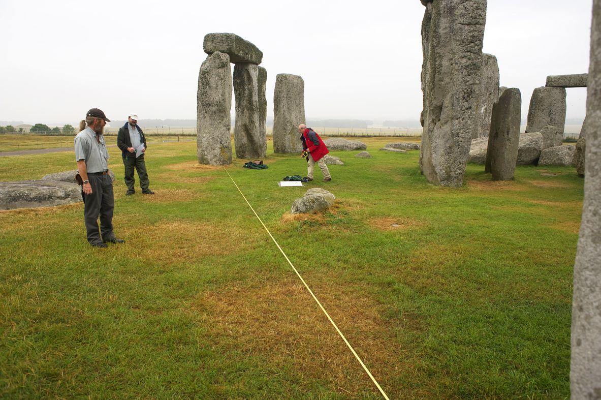 EINMALIGE VERWENDUNG AUSGEGRABEN Stonehenge-Steine