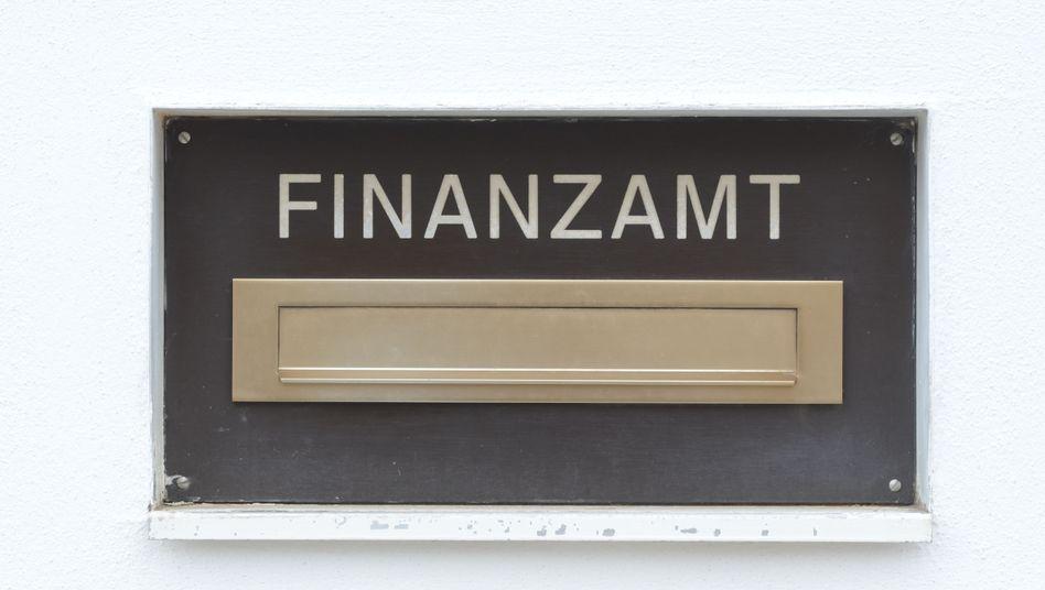 Briefkasten eines Finanzamts: Weniger Selbstanzeigen in 2015