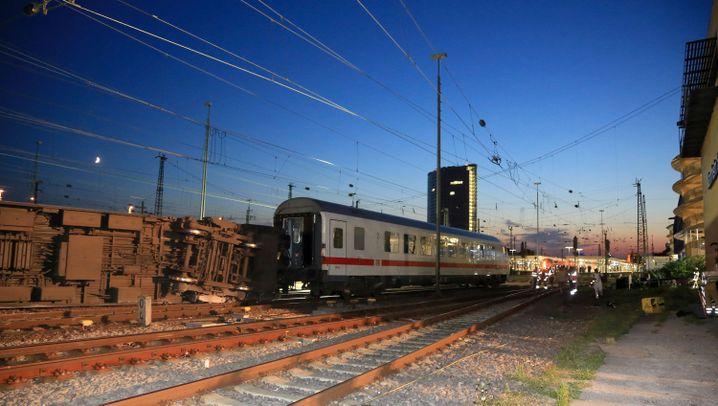 Dutzende Verletzte: Zugunglück in Mannheim