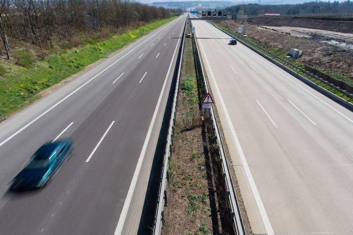 Leere Autobahnen im April