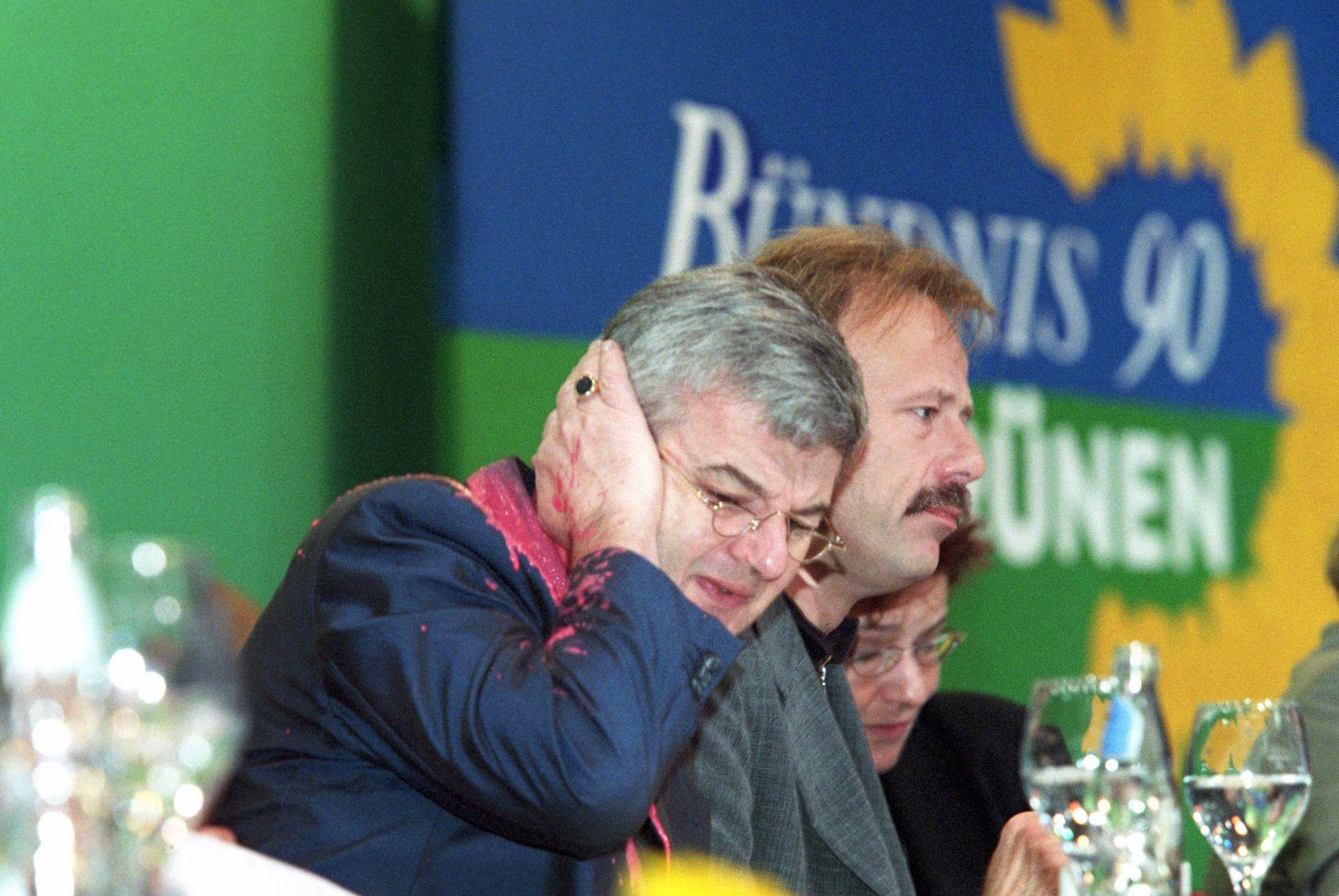 Grünen-Parteitag 1999 - Farbbeutel auf Fischer