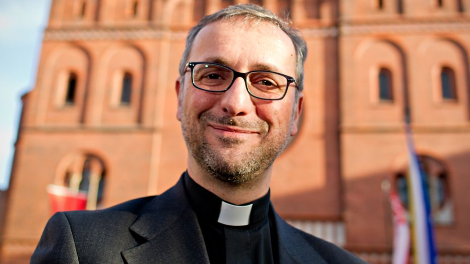 Der Hamburger Erzbischof Stefan Heße (bei seinem Amtsantritt 2015)
