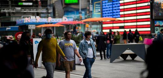Corona: USA heben Maskenpflicht für Geimpfte auf – richtig oder riskant?