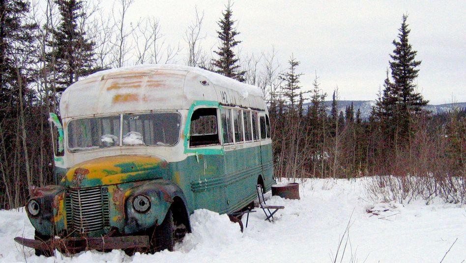 Verrotteter Bus in Alaskas Wildnis (Archivbild): Er war das Ziel der Wanderung