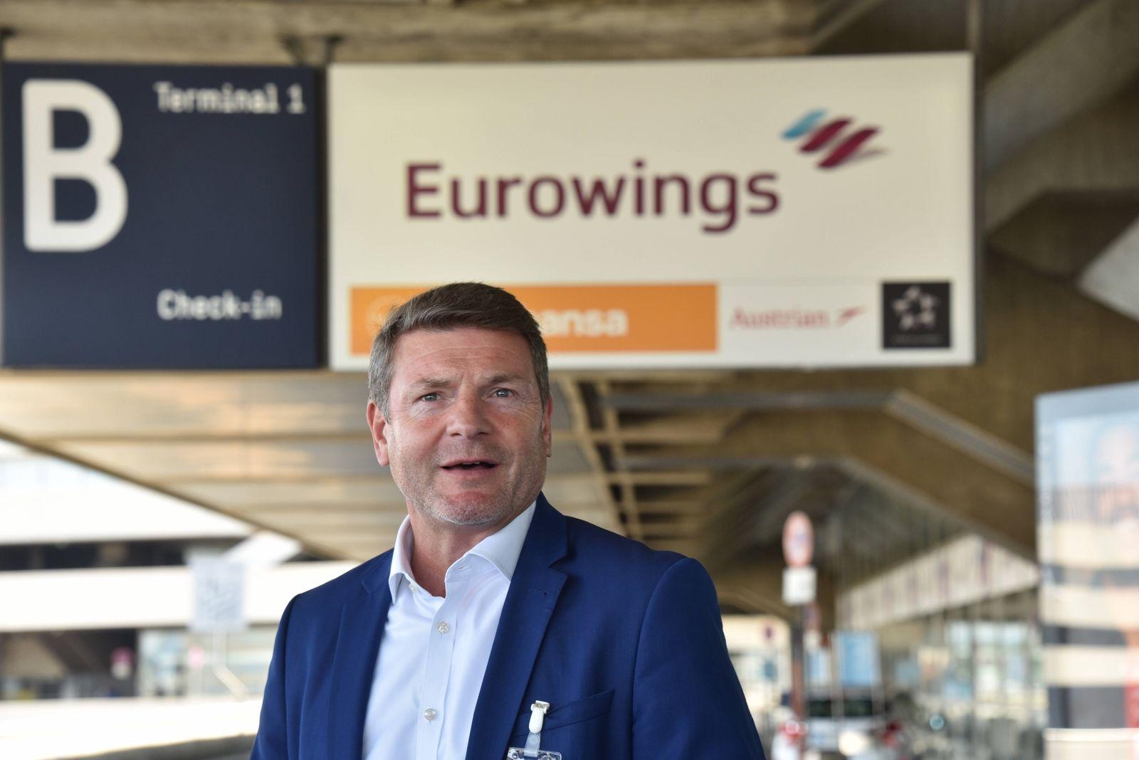 Jens Bischof, Geschäftsführer der Fluggesellschaft Eurowings bei der Vorstellung des Sicherheitskonzept am Flughafen Köl