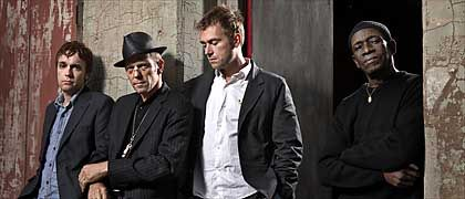 "Supergroup The Good, The Bad And The Queen (v.l.: Simon Tong, Paul Simonon, Damon Albarn, Tony Allen: ""Was es bedeutet, britisch zu sein"""