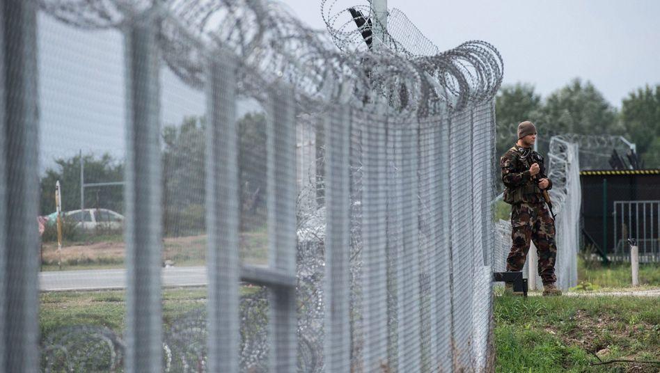 Ungarische Grenze zu Serbien mit Zaun gegen Flüchtlinge