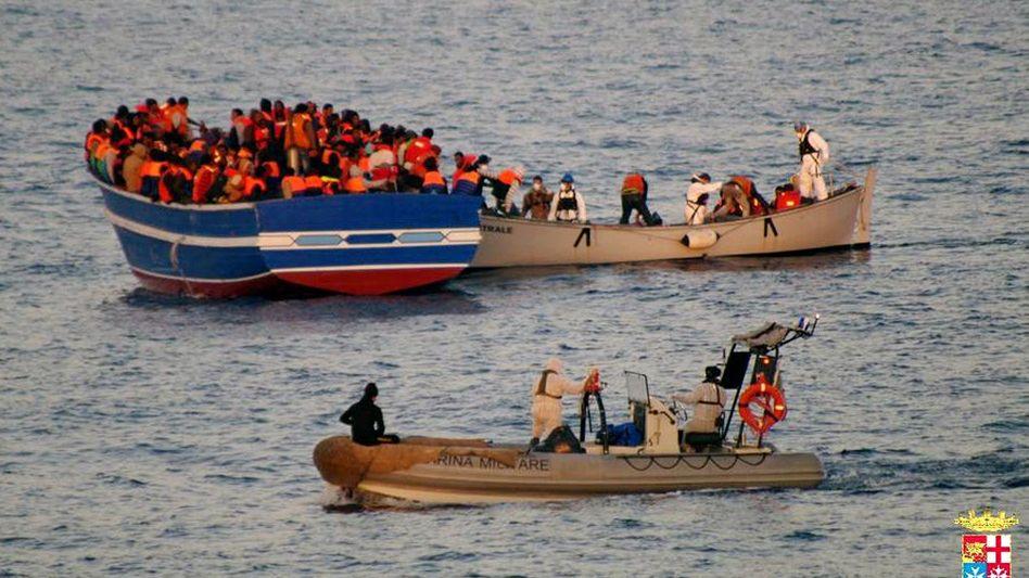 Flüchtlingsboot in italienischen Gewässern (April 2014): Europäischer Alltag