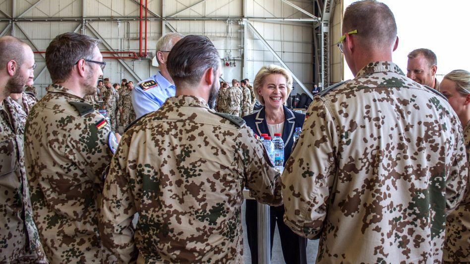 Verteidigungsministerin von der Leyen, Soldaten