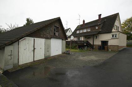 Garage in Wittlensweiler: Hier lagerten die Wasserstoffperoxid-Fässer der Verhafteten