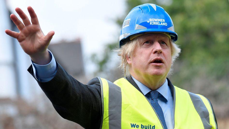 Boris Johnson auf einer Baustelle in London