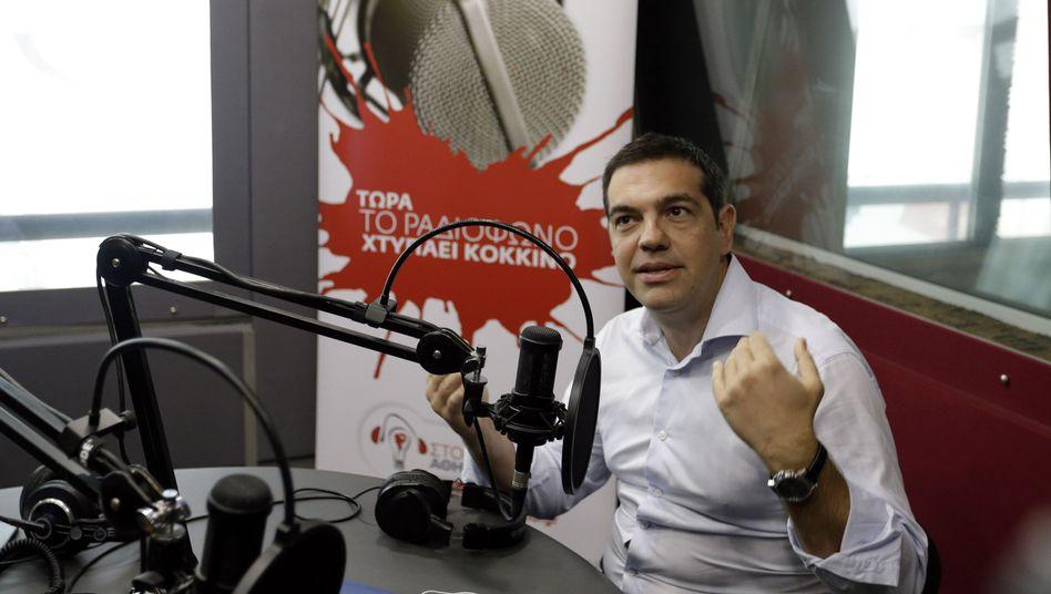 """Alexis Tsipras beim Radiosender Sto Kokkino: Kampf für eine """"gesicherte Mehrheit"""""""