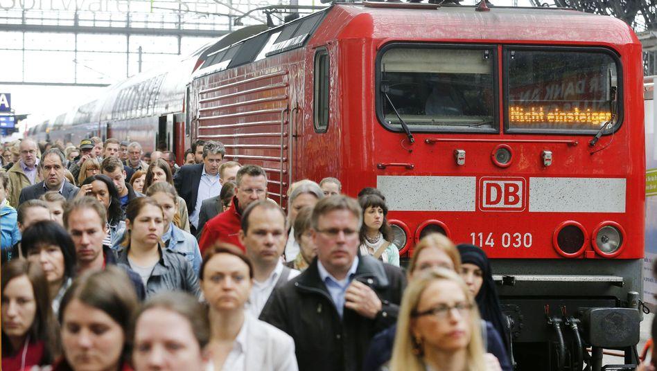 """Erlebnisse im Bahnstreik: """"Bitte verteilen Sie sich platzsparend im Zug"""""""