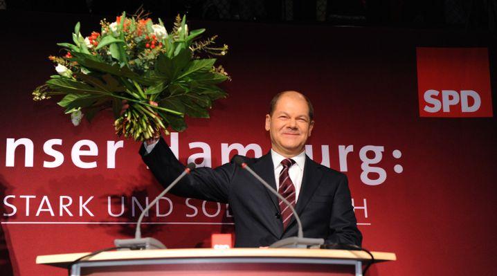 """Er will Erster Bürgermeister werden: """"Meine Ambition ist Hamburg"""", sagte Olaf Scholz am Sonntagabend zu Reportern, die ihn angesichts seines Wahlerfolgs schon auf dem Weg ins Kanzleramt vermutet hatten."""