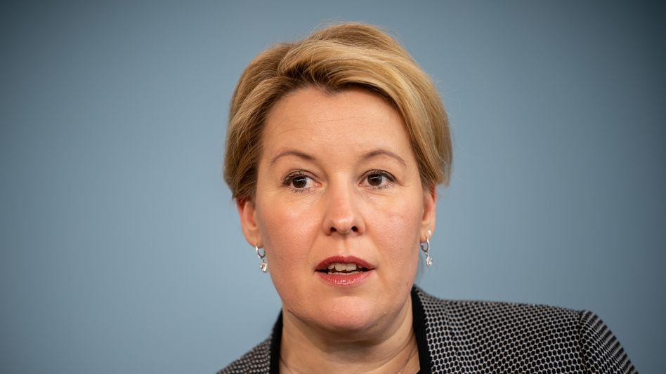 """Familienministerin Franziska Giffey: """"Die Fallzahlen häuslicher Gewalt, die sich in aller Regel gegen Frauen und Kinder richtet, werden voraussichtlich zunehmen"""""""