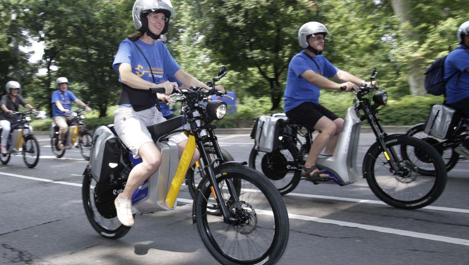 Pedelecs: Die Bundesregierung prüft die Helm- und Führerscheinpflicht