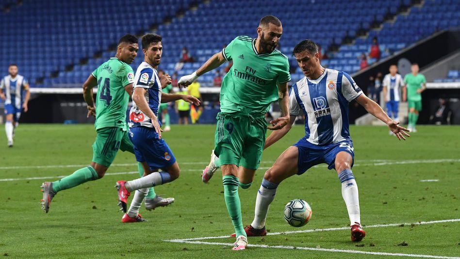 Mit der Hacke durch die Beine des Gegenspielers: Karim Benzema ahnte den Laufweg von Casemiro