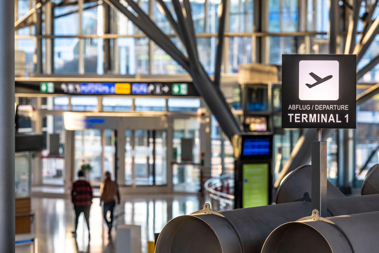 Flughafen Stuttgart in Zeiten der Corona-Pandemie. Der Flugplan ist drastisch ausgedünnt, der Flugbetrieb ist imTermina