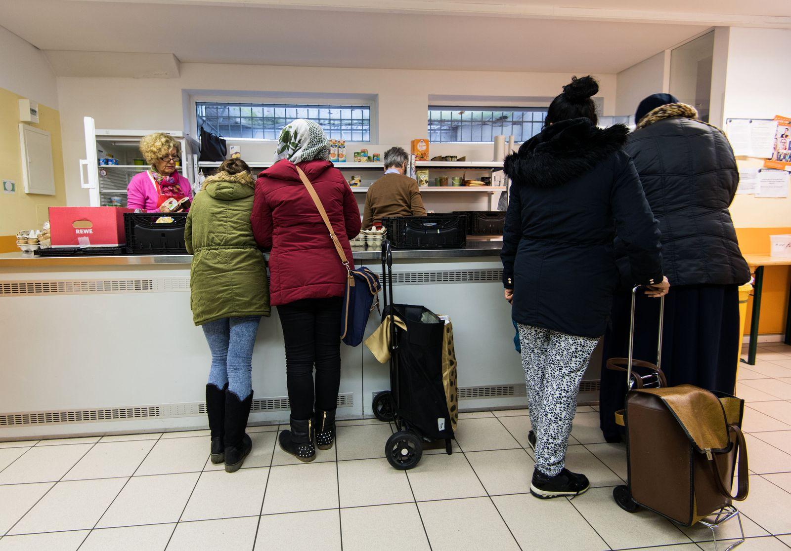 Tafel / Essenausgabe / Armut