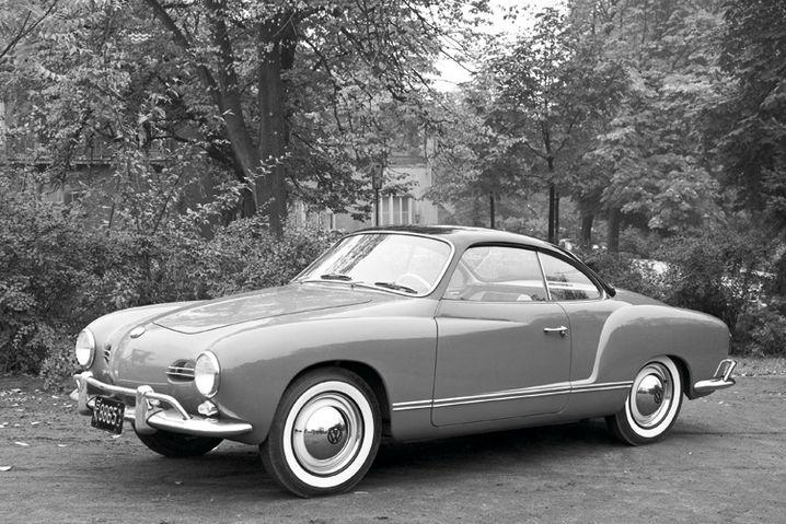 Karmann Ghia: Drunter steckt VW-Käfer-Technik, doch wen interessiert das bei diesen geschmeidig-fließenden Formen und der dezenten, unaufdringlichen Sportlichkeit des Coupés von Designer Luigi Segre.