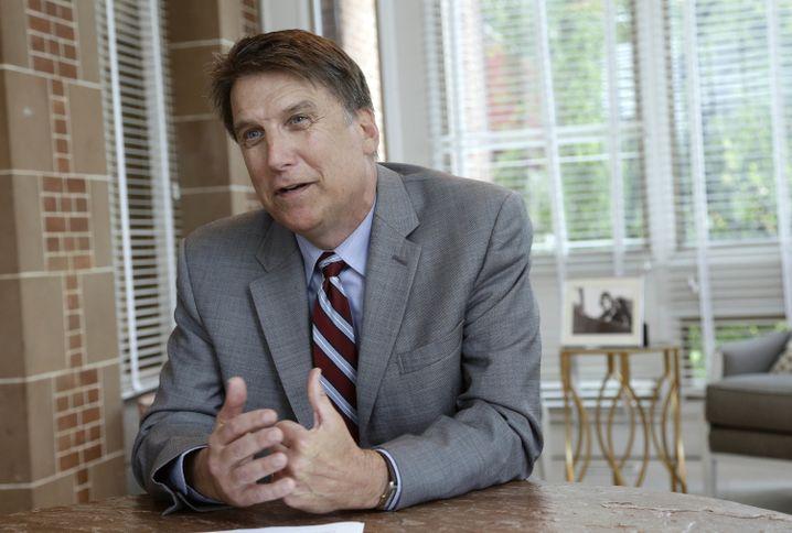 North Carolinas Gouverneur Pat McCrory ruderte jetzt wieder zurück