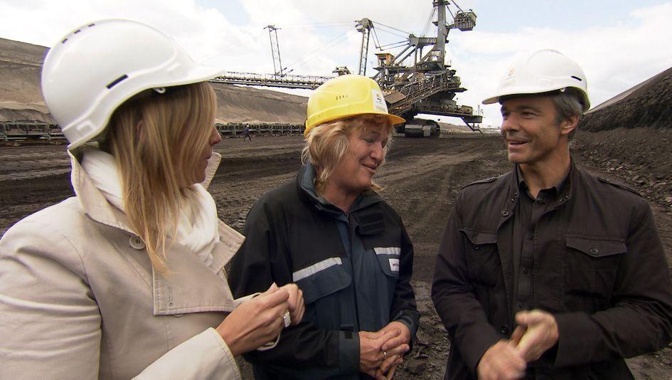Hannes Jaenicke mit Gesprächspartnerinnen