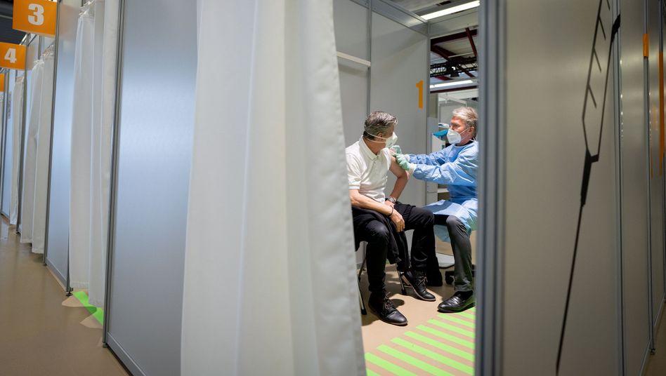 Impfzentrum in Berlin: Der Teufel steckt wie so oft im Detail