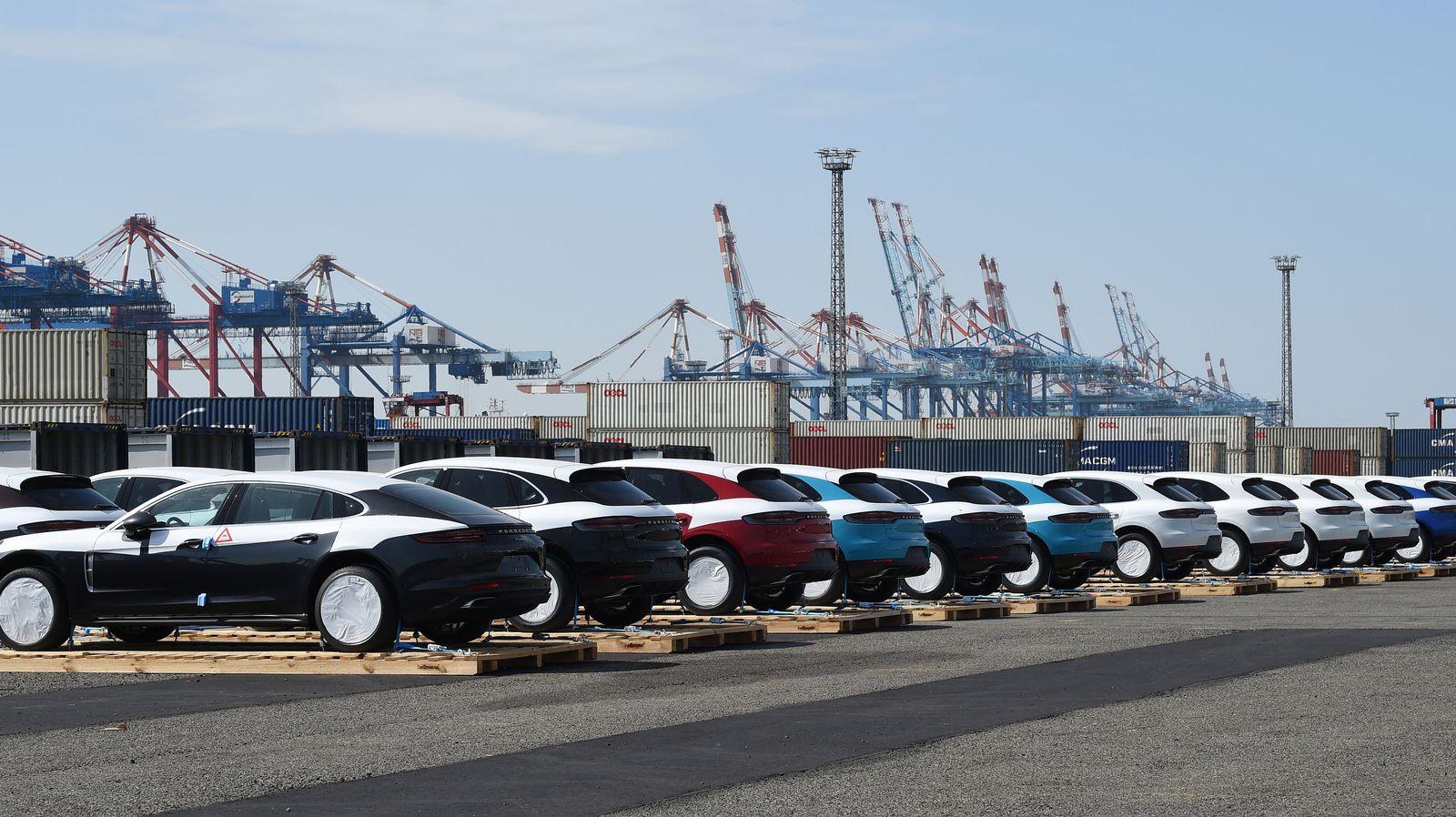Porsche Verladung im Hafen von Bremerhaven
