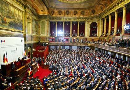 Zu der feierlichen Feststunde in Versailles waren knappe 900 deutsche und französische Parlamentarier gekommen