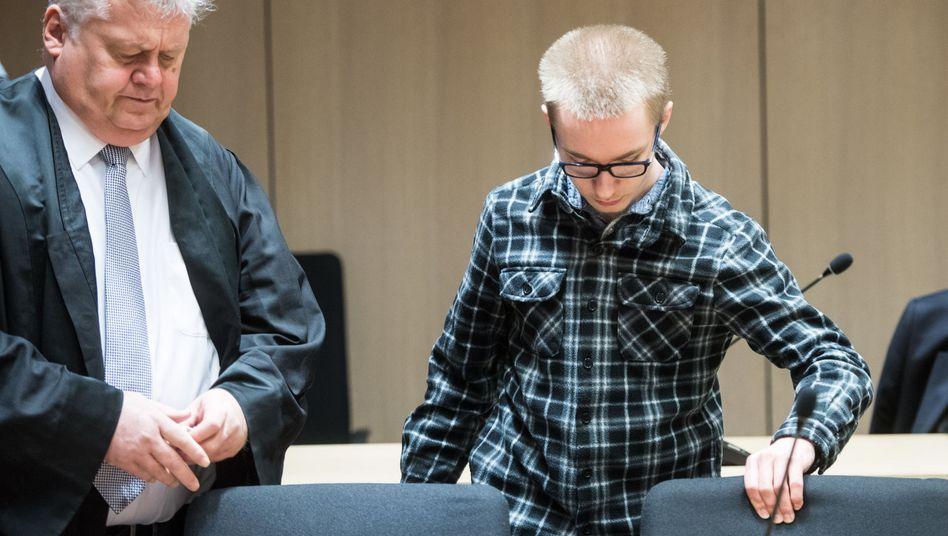 Marcel H. (r.) mit seinem Anwalt Michael Emde