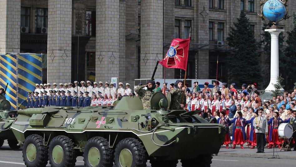 Unabhängigkeitsfeiermit Militärparade: Ukraine will Milliarden in Aufrüstung investieren