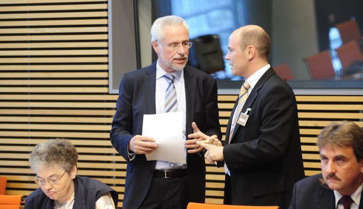 """Bundeswahlleiter Roderich Egeler (2.v.l.) entscheidet über die Zulassung von Kleinparteien: """"Wesentlicher rechtlicher Aspekt nicht diskutiert"""""""