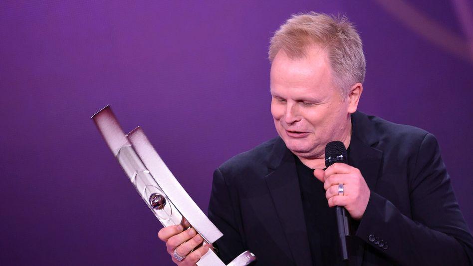 Herbert Grönemeyer mit Musikpreis Echo (Archivbild): Soll neuen Preis »frei von kommerziellen Aspekten« mitvergeben