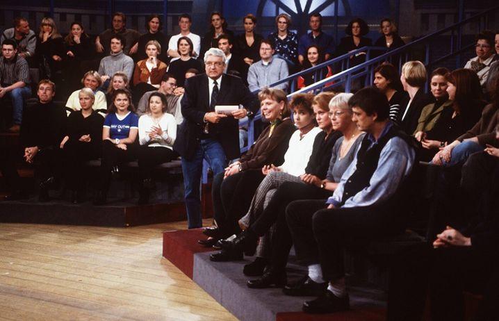 Hans Meiser 1998 in seiner Talkshow, die den Daily-Talk-Boom in Deutschland einläutete