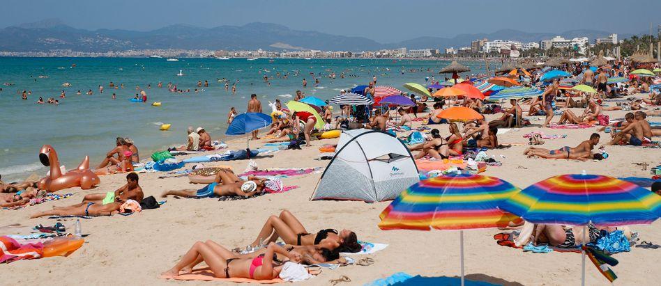Strand auf Mallorca (Archiv): Sommerurlaub ungewiss