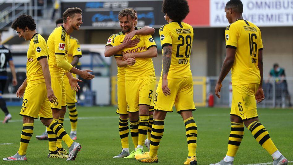 Die Dortmunder feiern das zwischenzeitliche 5:1