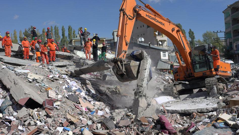 Aufräumarbeiten im Erdbebengebiet: Ercis wurde am schwersten getroffen