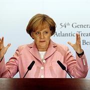 """Angela Merkel: Die Kanzlerin fordert eine """"vernetzte Sicherheitspolitik"""" der Nato"""