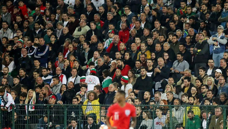 Zuschauer beim EM-Qualifikationsspiel zwischen Bulgarien und England