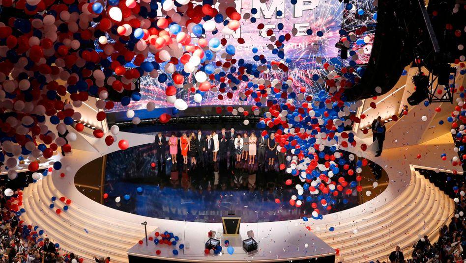 Donald Trump mit Familie beim Parteitag in Cleveland (im Juli 2016): Ziel Wiederwahl - mit gleichem Programm