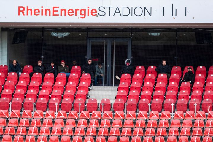 Auch im Derby gegen Borussia Mönchengladbach blieben in Köln die meisten Sitze leer, nur 300 Zuschauer durften ins Stadion