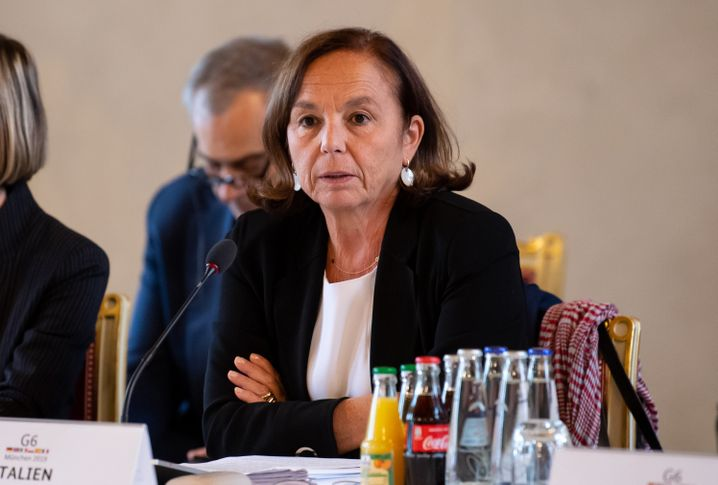 Italiens Innenministerin Luciana Lamorgese verweist auf sinkende Ankunftszahlen