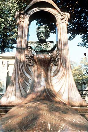 Erinnerung an einen grossen Schriftsteller: Emile Zola wurde 1902 auf em Friedhof Montmartre begraben.