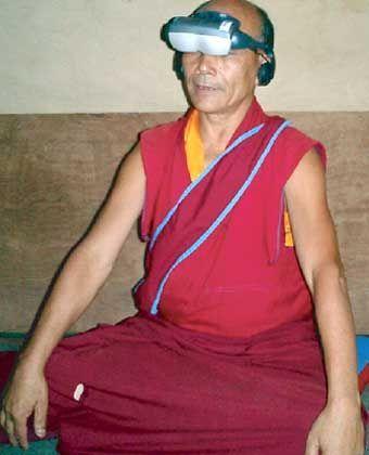 Mönch beim Experiment: Trainierter Geist