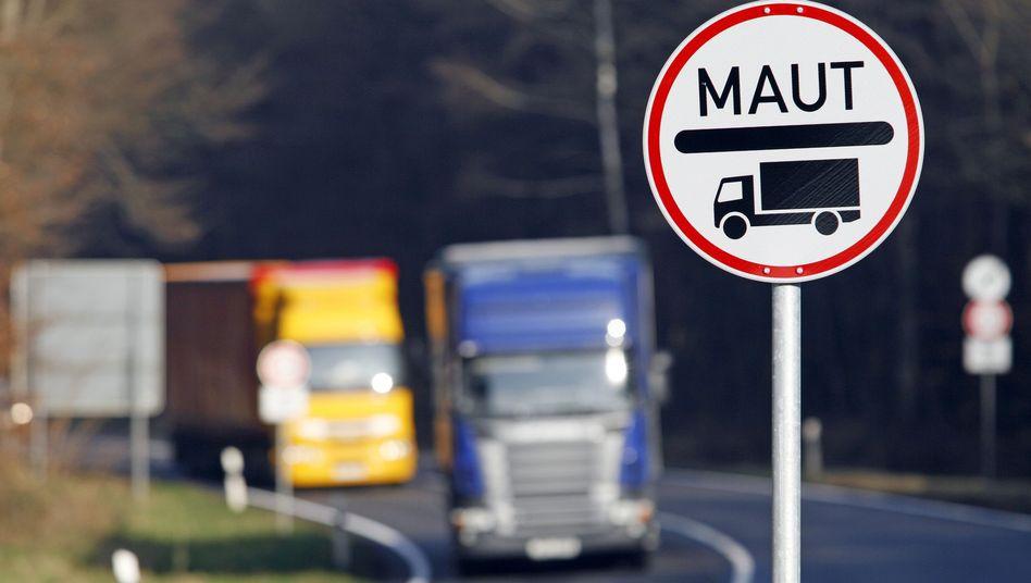 Lkw auf der B9: Vom 1. August an gilt auch auf vierspurigen Bundesstraßen die Mautpflicht